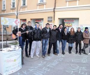 Volonteri na Korzou