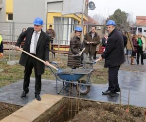 Kamen temeljac stanova za izbeglice
