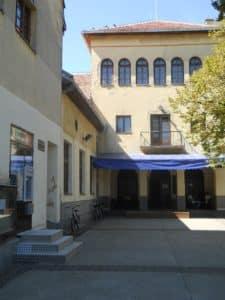 Dolovacka biblioteka