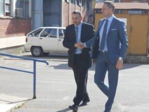 Veselin Milić (desno) sa šefom pančevačke policije Nikolom Popovcem