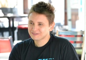 Le(t)nji razgovori: Uroš Krčadinac, istraživač novih medija i putopisac