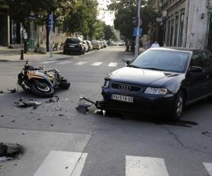 Motociklista povređen u udesu