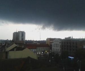 Upozorenje: danas ponovo oluja i grad, zaštitite imovinu