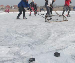 Omoljčani odlično igraju hokej na ledu