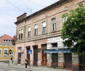 Opasna fasada u Ulici Žarka Zrenjanina